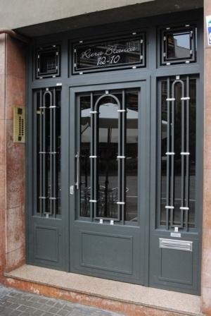 puerta comunidad barcelona