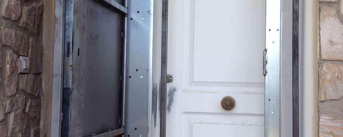 puertas anti okupa 1200x480 - Te contamos cómo funcionan las Puertas Anti Okupa en Barcelona