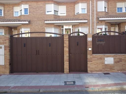 puertas Abatibles P - Instalación y Reparación Puertas Abatibles